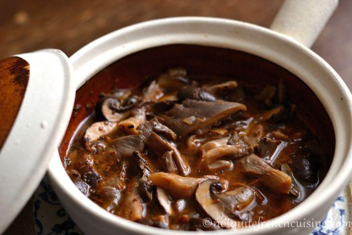 Hungarian mushroom stew, gomba pörkölt